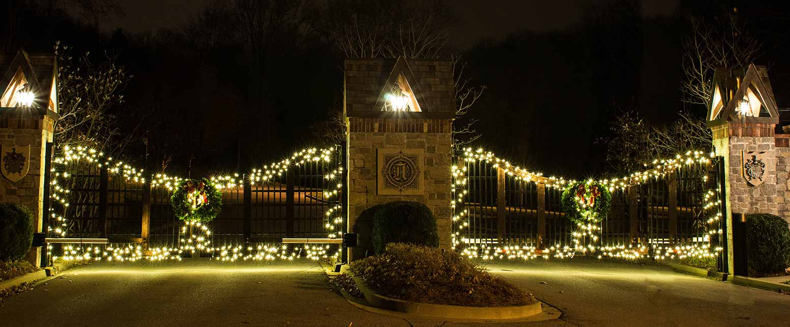 Close Up Of Hoa Holiday Entrance Gate Light Up Nashville