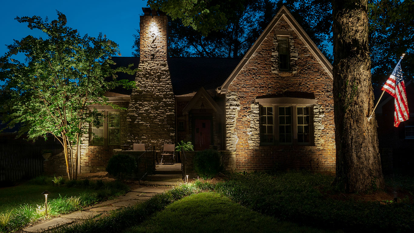Outdoor lighting in nashville tn light up nashville for Outside lawn lights
