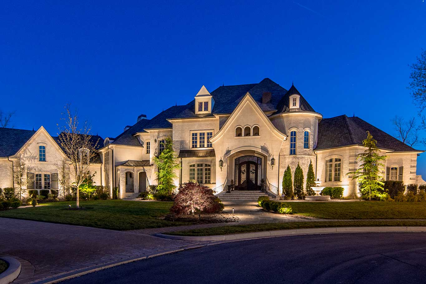 low voltage outdoor lighting on home in Gallatin, TN on Old Hickory Lake by Light Up Nashville